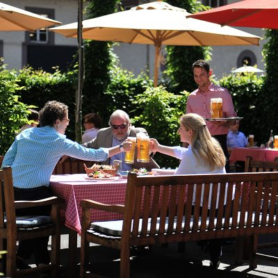 Gräflicher Landsitz Hardenberg - KeilerSchänke Biergarten